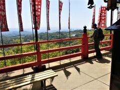 行者堂から10分余りで、空鉢堂に到着。 斑鳩と大阪東部をつなぐ道が見える。