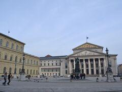 (左)Residenz (右)Bayerisches Nationaltheater  マックスヨーゼフ広場から見るレジデンツとオペラハウス。レジデンツ行きたかったのですが時間がありませんでした。ミュンヘンと言えば新市庁舎ばかりがピックアップされますが、見所はかなりありました。僅か2日では全く足りませんでした。。