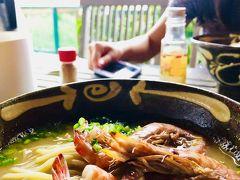ランチは海老そばで有名な嘉とそばさん なかなか良い雰囲気 美味しいけど… 濃いめの味噌汁に麺が入っている感じ ちょっと麺が柔らかめ、こういうものなのでしよう エビは美味しかった