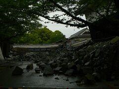 試合前観光へ球場近くの熊本城へ震災で大きな被害を受けています 少しずつ復興しているようですがまだまだ・・