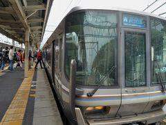 琵琶湖のてっぺんにある近江塩津駅で琵琶湖の東岸を走る北陸本線に乗り換えます。