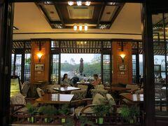 ホコ天の手前でシクロを降りてランチ  湖畔のカフェ 『カフェ・トゥィータ』Thuy Ta Cafe http://thuyta.vn/home