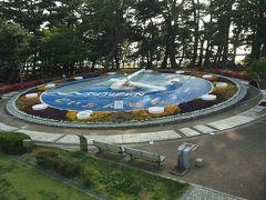 観光案内所の裏にあるのが、土肥温泉のシンボルとも言うべき世界一の花時計。現在はパンジーが植えられています。