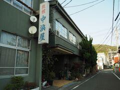 本日の宿は漁協近くにある中浜屋さん。今回は素泊まりです。4000円+320円(消費税)+150円(入湯税)=@4470円