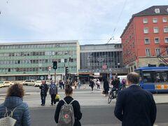 スーツケースをガラガラ引っ張って、ミュンヘン中央駅へやってきました。