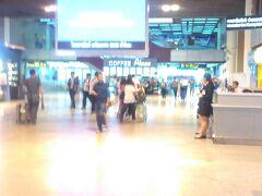 1階のロビー。やっぱりスワンナプーム空港よりも人が少ない?