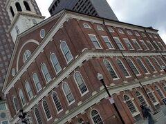 ファニュエルホール  街の集会場です。1742年裕福な貿易商ピーター・ファニュエルがボストンの街に寄贈したホールです。
