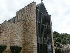 ダウンタウンツアーは2回目。 ツアー開催日に都合が合わずプライベートツアーをお願いしました。  前回行かなかった場所を案内して頂きました。  まずは石造りの教会セントアンドリュース大聖堂で記念写真をということで 訪れました。
