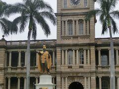 ランチ後、カメハメハ大王像前でツアー終了しバスでホテルへと戻りました。  「ワイキキ・ダウンタウン歴史街道ツアー」 我が家イチオシのツアーです!! https://www.hawaii-historic-tour.com/