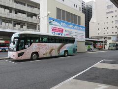昨日は、名古屋から夜行バスで 出発して広島バスセンターに来ました。  今日の宿泊場所が、広島駅近くではなくて、 広島バスセンターから歩いて15分程の場所に 手配したので、夜行バスを下車しました。  ここを起点にして、観光に出発します。 なので、広島バスセンターのコインロッカーに 大きな荷物を預けてから、8時30分のバスで 山口県岩国市の錦帯橋へ行きます。