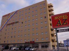 翌朝撮影したので青空ですが、この日の宿泊ホテルは、ハーモニーランドに行く事を決めた時からココ!って考えていました。 九州を中心に展開するビジネスホテルチェーンで、1年365日、いつ宿泊しても同じ価格なんです!(しかも安い!) 大型連休やイベント時は値段がアホみたいに跳ね上がる某○パホテルとはえらい違いだね!   この日は次の日の移動に向けて寝るだけのつもりだったので、こういうビジネスホテルで十分! ハーモニーランドから車で10分、一本道でした!
