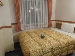 ホテルは安くビジネスホテルの東横インです  結構ベットが広くてここのホテル系列は気に入ってたりw女性は六回泊まると一泊ただになりますしね!!(笑)