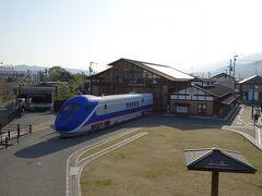 駅前には「四国鉄道文化館」。 九州で試験走行されていたという「フリーゲージトレイン第2次試験車」が展示されていました。
