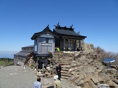 「三の鎖」を登り切ると、石鎚神社頂上社のある弥山山頂(1974m)!