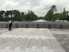 歩道兼馬車道として交通開放されています