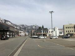 3月29日、ほぼ2か月ぶりのスキーは上越です。JR東日本「びゅう」の日帰りプラン、平日自由席はリフト券つきで10000円と格安。越後湯沢から路線バスでかぐらを目指します。みつまたSTまで運賃380円+スキー持ち込み100円