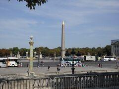 美術館巡りは終了。 外に出ると、すぐコンコルド広場があります。マリー・アントワネットの処刑地という悲しい歴史の場所です。