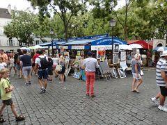 かつて芸術家が集ったというモンマルトルは今も健在で、テルトル広場には、自作の絵画を売る画家や、似顔絵画家がたくさんいます。 新婚旅行の記念に、と思いましたが、高額で断念。。100ユーロとか言われた記憶が。。