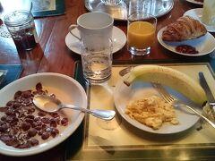 朝食はシリアル。