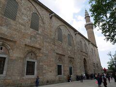 続いては、「ウル・ジャーミィ」(グランドモスク)にやってきました。世界遺産に登録されています。  外観は質素な感じですが、中に入ると・・・