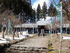大崎雪割草の里を後にし、長岡市の雪国植物園( http://www.niks.or.jp/syokubut/   )に向かいました。