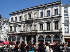 そろそろ駅に向かおうと思います。  通り道にあるギャルリーサンチュベールをのぞいて行きます。欧州最古のアーケード街です。