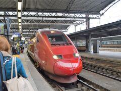 パリ北駅行きのタリスが入ってきました。 今回、ネットで早めに予約していたので、 4000円弱でかなり安くきっぷが買えました。 予約時期や列車によってはかなり高くなるようですね。 13:13 Bruxelles Midi→14:35 Paris Nord