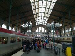 1時間20分ほどでパリ北駅に到着です。