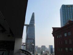 ホテルから見たビテクスコフィナンシャルタワー ノッポビルです。
