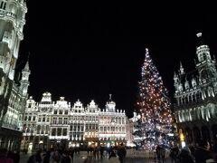 ヨーロッパとモロッコの旅7日目の夜。 ブリュージュの後、 ブリュッセルのホテルでひと休みした後、 グラン=プラスへ出かけました。 きれいにライトアップされています。