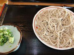 お昼ご飯に白ひげ蕎麦。  価格は少し高め。 味は美味しかったです。