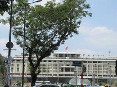 とても大きな建物。旧南ベトナム大統領官邸。