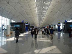 予定より約20分程早い12:40 香港国際空港着。