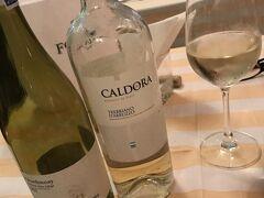 ワインは白に。2本目突入。しかしこれが誤算、結構いいお値段になってしまいました。本日は3人で8000TBH