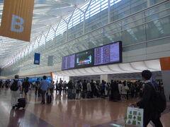 4月30日 6:00 羽田空港  今回は JR蒲田駅から 京急バスで空港に到着