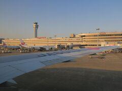 明日朝の隠岐入りのため、夕方の便で【出雲縁結び空港】に飛びます。