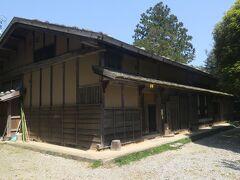 まず初めに【佐々木家住宅】に寄ります。庄屋だった住居が保存されており内部を見学できます。見学料金が411円でした。見学料で1円単位なんて初体験です(^-^;