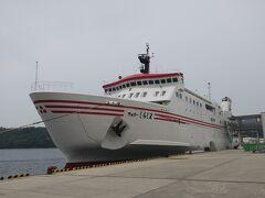 【西郷港】からフェリー【しらしま】に乗り、海士町【菱浦港】(中ノ島)に向かいます。