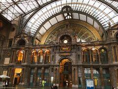 アントワープ中央駅と言ったら、この荘厳な駅内部の装飾ですよね! 歴史を感じます。