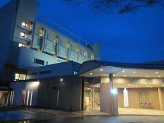 【ホテルシンフォニーアネックス  18:35頃】  2日目の宿は寒河江市内の最上川沿いにあるホテルシンフォニーアネックス。 結婚式場や温泉浴場などを備えたシティホテル。  2日目の走行距離は234㎞。行った道の駅は6駅でした。