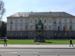 Martin-Luther-Platz(マルティン ルター広場)  ヨハネス教会の正面にある広場。