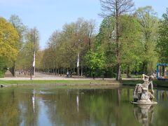 ケーニヒスアレーを更に北上すると、Hofgarten(ホーフガルテン)という広大な公園があります。