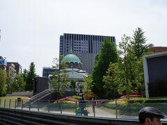 御茶ノ水駅前です。正面はニコライ堂というらしいです。