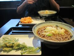 日本に戻るとやはり出汁が食べたくなり 春菊天蕎麦を
