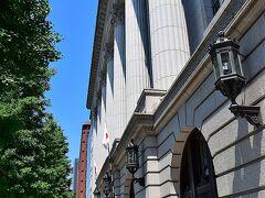 途中には1934年竣工の重要文化財明治生命館(http://www.meijiyasuda.co.jp/meiji_seimeikan/)もありました。