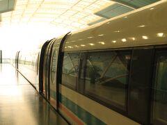 龍陽路駅でMaglevを下り、地下鉄2号線に乗り換えて南京東路駅へ。