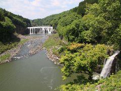 沈堕の瀧  右側の瀧が雌滝です。