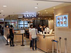 明治屋を入った先にあるのが、日本でもおなじみの「やよい軒」。  シンガポールのやよい軒では、注文は全部iPadで行い、オーダーの処理状況もタブレットで参照できます。  日本は食券ですけどね!