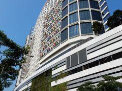 ドバイを夜に出て、シンガポールに朝到着しました。  荷物を宿泊先の「ワン ファーラー ホテル アンド スパ」に預けて、街歩きを開始します。