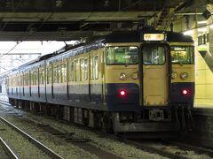 長野駅近くの食堂で早めの夕食をとり、しなの鉄道の快速「しなのサンセット」号に乗って、今日宿泊する上田まで向かいます。なんと、長野から上田までノンストップで走り、かなりの速達列車です。